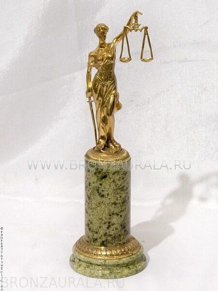 Сувенир из бронзы и камня Фемида